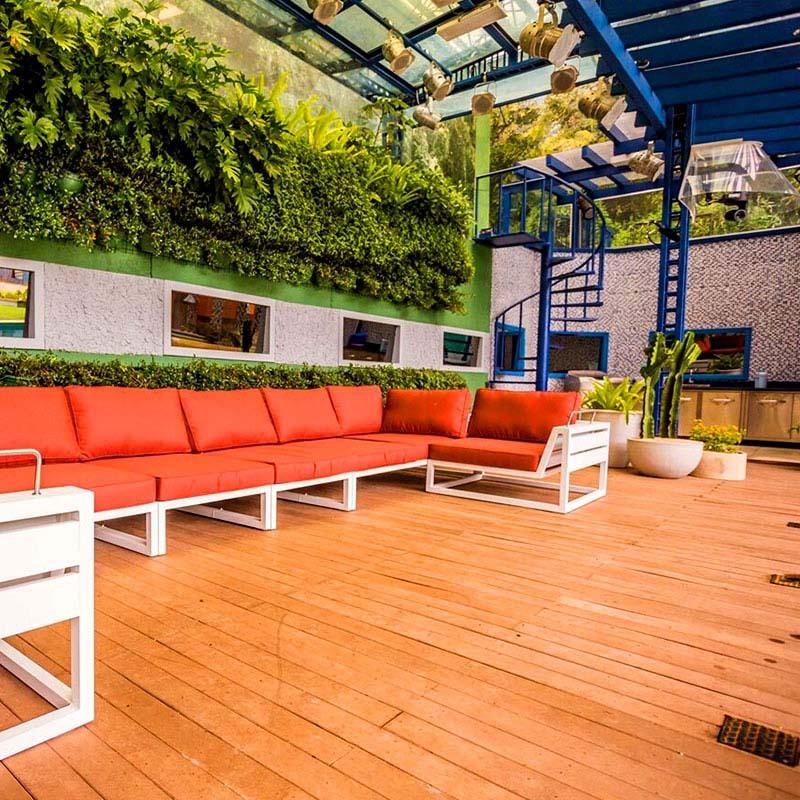 área externa do BBB com deck de madeira plástica rewood